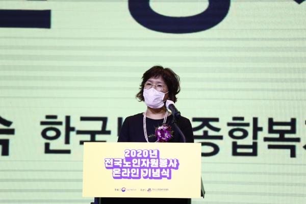 박노숙 한국노인종합복지관협회장이 개회사를 하고 있다.